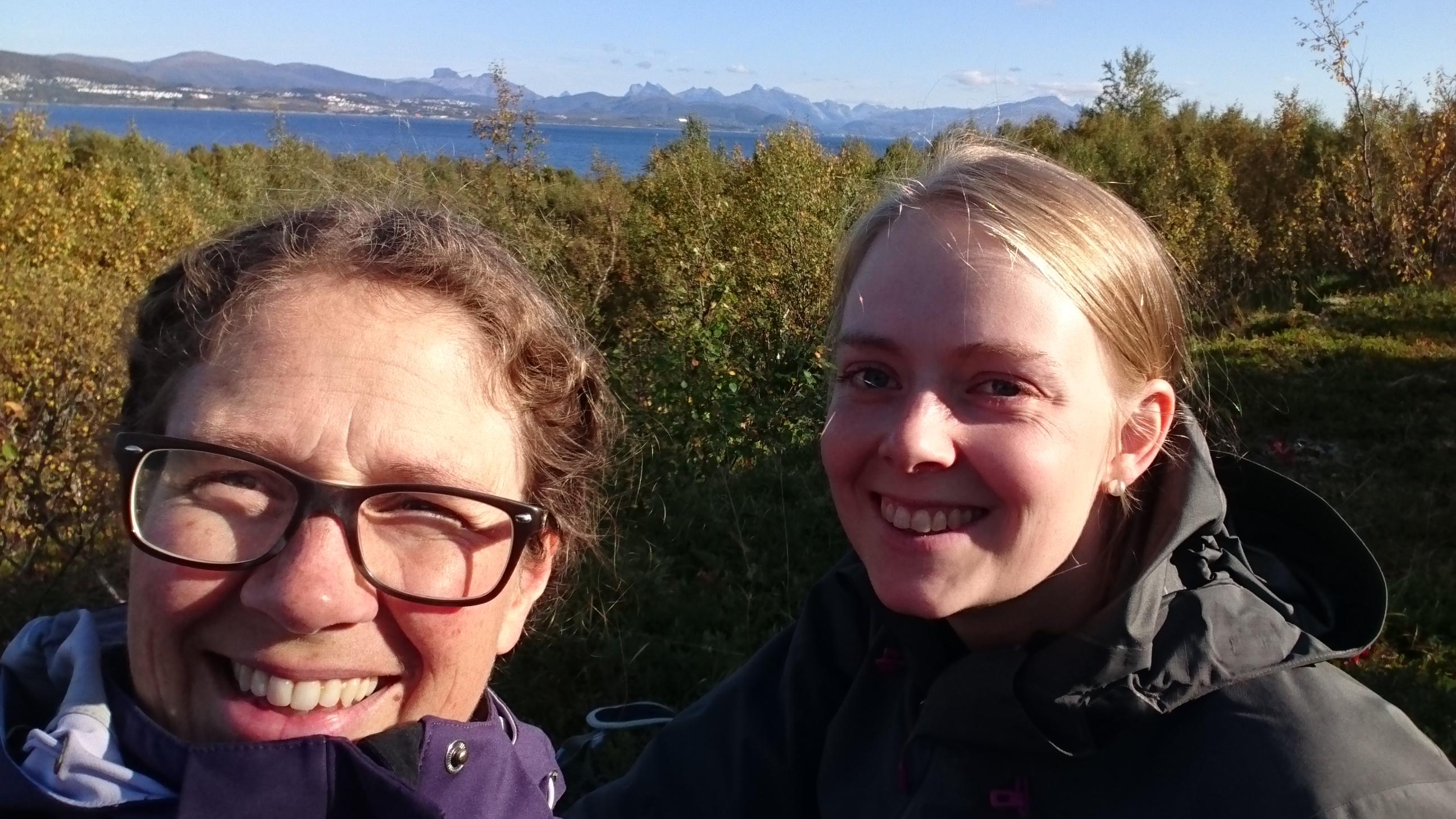 Gunnhild og Marie I felt